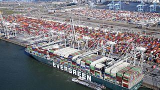 Die Ever Given im Hafen von Rotterdam