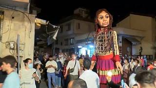 """دمية """"اللاجئة السورية"""" تصل غازي عنتاب بعد أن قطعت 5 آلاف ميل حول العالم"""