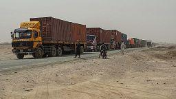 Los talibanes controlan un paso fronterizo con Pakistán y cobran las tasas aduaneras