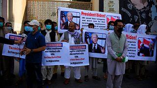تظاهرات ماه گذشته گروهی از مترجمان افغان در برابر سفارت آمریکا در کابل