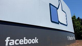 قالت المحكمة إن فيسبوك مخول من حيث المبدأ وضع معايير تتجاوز المتطلبات القانونية كماالاحتفاظ بالحق بحذف المشاركات وتعليق الحسابات. ولكن يجب عليه الالتزام بإبلاغ المستخدم