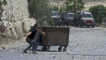 Palestinians, Israeli troops clash after funeral