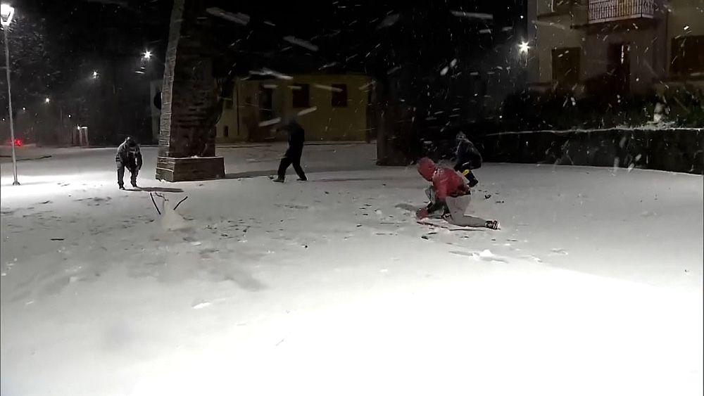 Rare snowfall in Brazil after Southern cold snap thumbnail