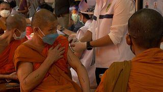 Монахов прививают от коронавируса