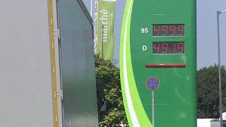 Az M1-es autópályán akár 499.9 Ft-ot is kérnek egy liter 95-ös benzinért