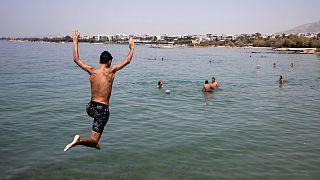 تجاوزت درجات الحرارة 40 درجة مئوية في أجزاء من اليونان ومعظم أنحاء المنطقة