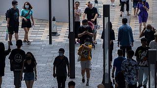 أصيب ما يقرب من 200 شخص منذ اكتشاف الفيروس لأول مرة في مطار المدينة المزدحم في 20 تموز/ يوليو