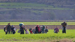 مهاجرون ولاجئون يعيشون في قرية مجدان الصربية الواقعة عند الحدود مع رومانيا