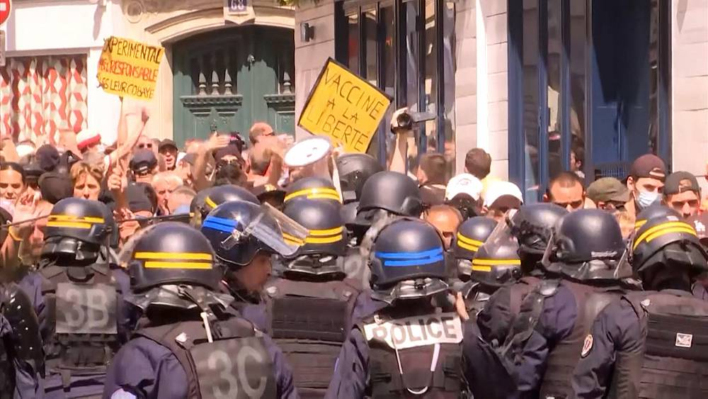 Thousands in Paris protest incoming virus pass thumbnail
