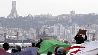 متظاهرون ينزلون في شوارع الجزائر العاصمة، الجمعة 2 أبريل 2021