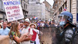 Protesto contra certificado digital junta 15 mil pessoas em Paris