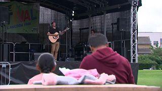 """مهرجانٌ موسيقي في إحدى حدائق لندن لتشجيع السكّان على تلقي اللقاح المضاد لـ""""كوفيد-19"""""""