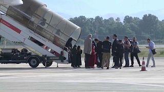 """Албания: 14 детей и 5 жён боевиков """"ИГ"""" вернулись на родину"""