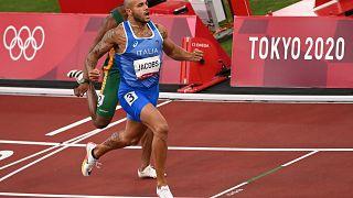 Marcell Jacobs è il primo italiano a conquistare l'oro olimpico nei 100 metri
