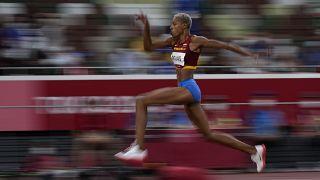 La venezolana Yulimar Rojas gana el oro y supera el récord mundial en triple salto