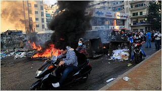 أنصار رئيس الحكومة اللبنانية السابق سعد الحريري يغلقون شوارع بيروت الخميس 15 تموز/يوليو  2021