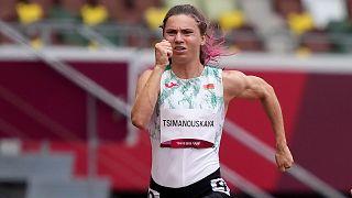 كريستسينا تسيمانوسكايا، من بيلاروس، تجري في سباق 100 متر سيدات في دورة الألعاب الأولمبية طوكيو 2020، الجمعة 30 يوليو 2021