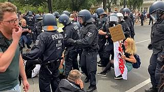Vírustagadók tüntetése Berlinben