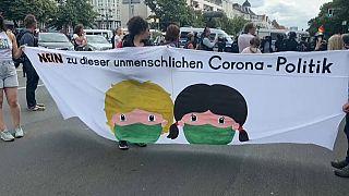 El pase sanitario no gusta en Alemania. Al menos 600 detenidos en protestas contra el Gobierno