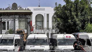 Forces de police déployées devant le parlement tunisien, à Tunis le 31 juillet 2021