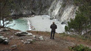 Didier Cadiou essaie tant bien que mal de faire respecter l'interdiction d'accès à la plage.