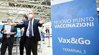 El Presidente de la Región del Lacio, Nicola Zingaretti, inauguró la semana pasada un centro de vacunación en el aeropuerto Leonardo da Vinci de Roma