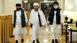 Taliban örgütü liderleri (Soldan sağa, Süheyl Şahin, Mevlevi Şahabuddin Dilawar, Muhammed Naim)
