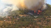Locals scramble to escape south Turkey wildfires
