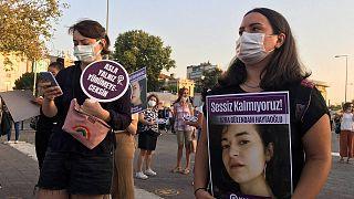 Kadınlar öldürülen Azra Gülendam Haytaoğlu için eylem düzenledi
