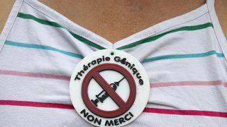 Участница протеста против вакцинации в Швейцарии