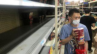 Estanterías vacías en Hubei tras las nuevas medidas en varias provincias chinas