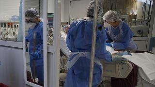 Koronavírusos páciens kezelése Görögországban