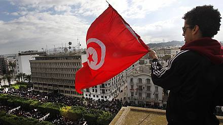 Tunisia: Citizens worry and await new government [Interview Selim Kharrat]