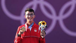 Milli okçu Mete Gazoz altın madalyayı kazandı