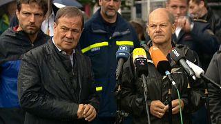 Laschet und Scholz besuchen Katastrophengebiet