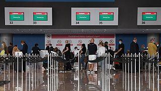 الإمارات ترفع الحظر على الرحلات العابرة من باكستان والهند ودول أخرى