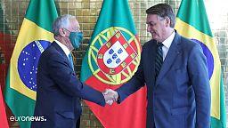 Einer trägt Maske, der andere nicht - Rebelo de Sousa bei Bolsonaro