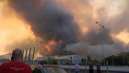 Major fire prompts evacuation of residential areas