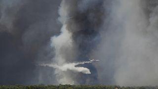 Incêndio de grandes dimensões nos arredores de Atenas, Grécia
