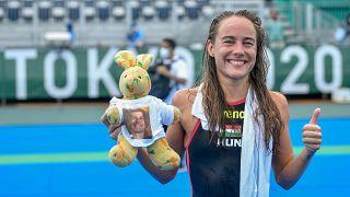 Olasz Anna a női nyíltvízi úszók 10 kilométeres versenye után 2021. augusztus 4-én