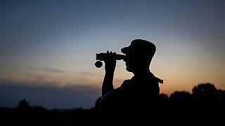 Ein litauischer Grenzschützer bei der Arbeit in der Nähe des Dorfes Purvenai