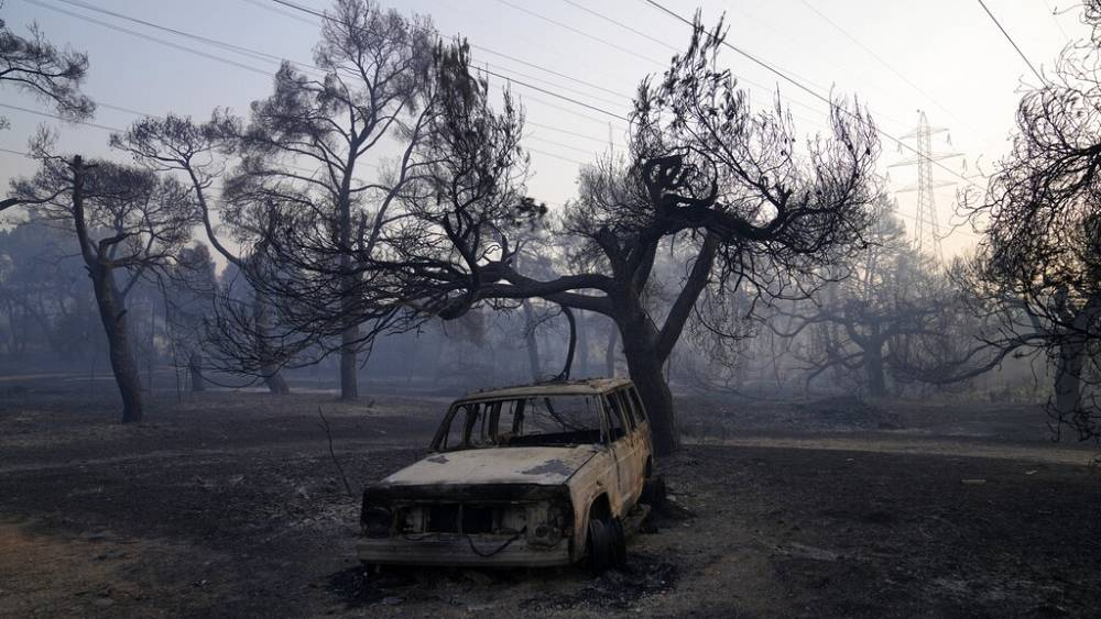 Fire in Athens suburb destroys homes, vehicles thumbnail