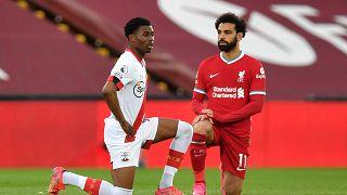 Angleterre : les footballeurs continueront de mettre un genou à terre