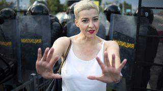 ماريا كوليسنيكوفا، أثناء مظاهرة احتجاجية في مينسك، بيلاروس.