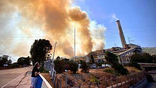 L'incendie proche de la centrale de Kemerkoy en Turquie désormais sous contrôle, le 4 août 2021