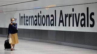 Une voyageuse arrivant au terminal 5 de l'aéroport d'Heathrow, à Londres, le 2 août 2021