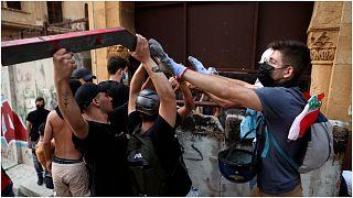 تصاویری از لبنان؛ درگیری روبروی پارلمان در سالگرد انفجار مهیب بندر بیروت