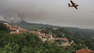 Alevler Evia Adası'ndaki yerleşim yerlerini de tehdit etti