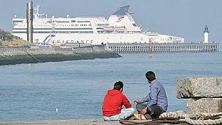 Fransa kıyısında göçmenler