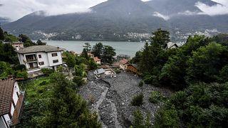 انهيار أرضي في بلدية لاجليو، على بحيرة كومو في شمال إيطاليا.